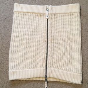Lululemon knit zippered scarf